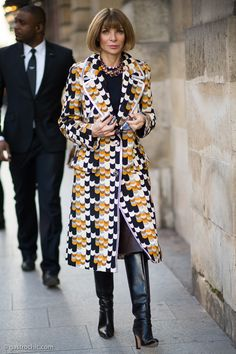 The Devil Wears #Rochas. Now we know. #AnnaWintour at #PFW