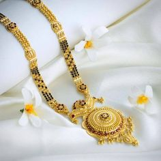hat not to miss in the gold Mangalsutra designs waman hari pethe? Check out the top collections of the waman hari pethe Mangalsutra designs. Gold Bangles Design, Gold Jewellery Design, Gold Jewelry, Diamond Jewellery, Jewellery Box, Gold Necklace, Key Jewelry, Beaded Jewelry, Jewelry Shop