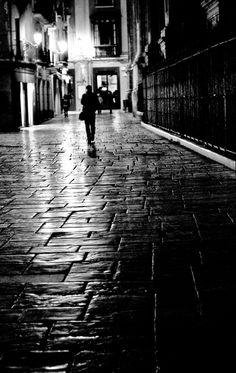Patricia Izquierdo Ortiz - Walking in the dark