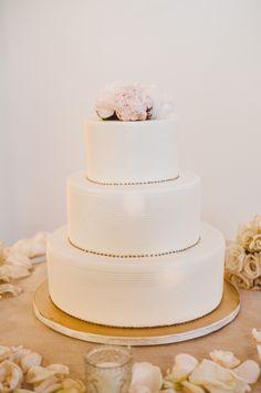 Classic wedding cake with pink flowers Tega Photography Wedding Cake Photos, Wedding Cake Designs, Wedding Cakes, Cute Wedding Ideas, Wedding Cake Inspiration, Back Home, Cake Photography, Miami Wedding, Cupcake Cakes