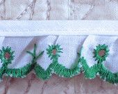 White and Green, Ruffled Eyelet Lace Trim, 1 Inch Wide, Flowers, Cotton, 1 yard, 2-oz L165