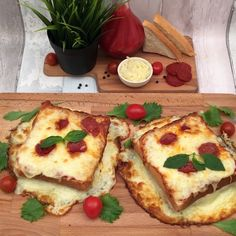 Recipe Grilled Cheese Pizza! and other Chefclub recipes original   chefclub.tv Tasty Videos, Food Videos, Cooking Videos Tasty, Good Food, Yummy Food, Food Hacks, Food Dishes, Mexican Food Recipes, Appetizer Recipes