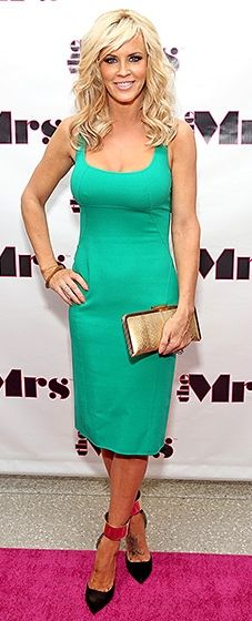 Bombshell alert! McCarthy looked radiant in an emerald shift dress with ankle-strap heels.