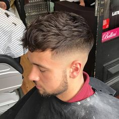 The top short hairstyles for men for the year 2018 are eye-catching and somewhat sophisticated. Today the short mens hairstyles have become particularly. Young Mens Hairstyles, Mens Medium Length Hairstyles, Hairstyles Haircuts, Cool Hairstyles, Damp Hair Styles, Medium Hair Styles, Curly Hair Styles, Textured Haircut, Fade Haircut