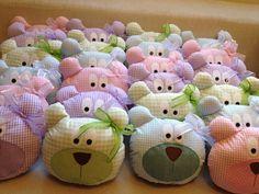 Almofada urso/ ursa 20x20 As almofadas de urso podem ser feitas nas cores de sua preferencia. R$ 26,00