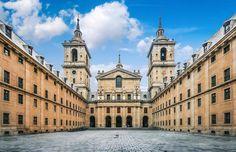 Monasterio de El Escorial. Un imponente monumento declarado Patrimonio de la Humanidad a un paso de Madrid.   #monasteriodeelescorial #Madrid #España #Spain #sitiosdeespana #sitiosdeespaña #sitiazodeespaña #patrimoniodelahumanidad #worldheritagesite #worldheritage  http://bit.ly/2g2o7KL (en El Escorial Madrid)