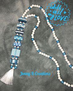 Voici mon second « Sautoir Cravate », version miyuki et perles en bois, nuances de bleu et blanc, idéal pour les beaux jours qui arrivent, avec un petit jean clair et un top blanc #jennybcreations #jenfiledesperlesetjassume #jesuisunesquaw #miyuki #perlesandco #perlesaddict #faitmain #tissagedeperles #handmade #homemade #madeinfrance #cestmoiquilaifait #sautoir #lpbwoman