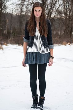 My favorite blogger, Rory, from @Wear Abouts rocking a #preppy winter outfit... loving her snow boots!