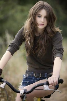 Shailene Woodley, \ THE Big collection of photos of beautiful girls on the beach, in the car, in the countryside. Look more. Teen Vogue, Beautiful Celebrities, Beautiful Actresses, Beautiful Women, Beautiful People, Shailene Woodly, Goddess Hairstyles, Bicycle Girl, Bike