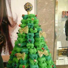 Escola Santa Maria: Árvore de Natal feita de caixa de ovos
