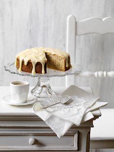 Banana Sour Cream Cake in season recipe, on MiNDFOOD.