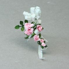 Make a Miniature Bouquet in Dolls House or Other Scales: Place the Ribbon In The Miniature Bouquet Center