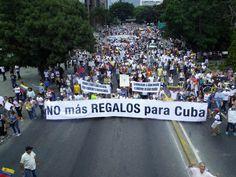 María Corina entregó comunicado a ciudadanos militares que custodiaban la marcha en Chuao. Expresó que el diálogo con el régimen se..