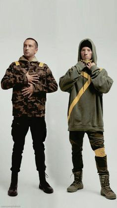 Wallpaper iphone music bands twenty one pilots 70 ideas Twenty One Pilot Memes, Twenty One Pilots Art, Twenty One Pilots Wallpaper, Tyler Joseph, Tyler E Josh, Indie, Staying Alive, Eminem, Poses