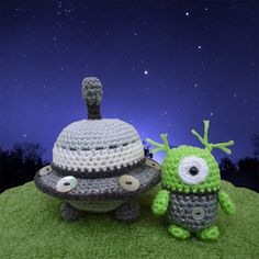 Alan and his Flying Saucer Spaceship, Amigurumi  Crochet Pattern.