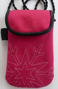 "Smartphonebag Cerise wool ""Snowstar"" Fits Smartphones or your glasses. www.ateljenord.com"