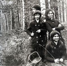 olga. tatiana. marie. anastasia. otma. smiling. 1913-1918.