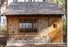 I love this dainty little rustic cabin....I want a cabin with this out back as my studio :-)