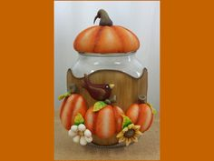 Pote de vidro com capacidade de decorado com biscuit country. Ideal para guardar biscoitos, balas, e decorar a cozinha. Frete por conta do comprador. Mason Jar Crafts, Mason Jars, Thanksgiving Decorations, Halloween Decorations, Clay Jar, Play Clay, Clay Animals, Pasta Flexible, Clay Creations
