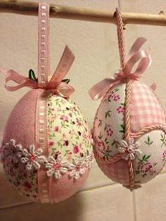 Pingo de Amor's post Egg Crafts, Easter Crafts, Diy And Crafts, Holiday Ornaments, Holiday Crafts, Folded Fabric Ornaments, Easter Projects, Diy Easter Decorations, Egg Art