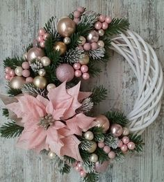 Learn How To Make This Simple Christmas Wreath Time To Halls . Learn how to make this simple Christmas wreath, time to decorate the halls and . Decoration Evenementielle, Decoration Christmas, Christmas Wreaths To Make, Holiday Wreaths, Simple Christmas, Elegant Christmas, Diy Christmas Door Decorations, Winter Wreaths, Christmas Flowers