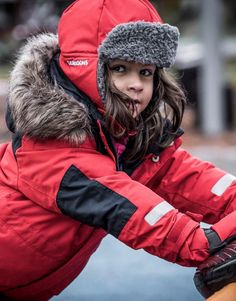 The Kids Bjornen Coverall from Didriksons is a classic, hardwearing winter coverall in wind and waterproof fabric with taped seams. Easy Returns and Free UK Delivery on Orders Over Kids Skis, Winter Kids, Waterproof Fabric, Outdoor Outfit, Fur Trim, Kids Wear, Canada Goose Jackets, Chili, Winter Jackets