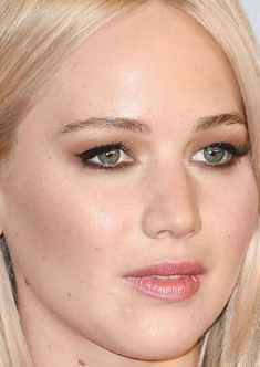 Close-up of Jennifer Lawrence at the 2016 Oscars.
