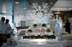 Seafood bar on an ice sculpture - by www.greateventsgroup.ca | Photo: www.abbylpusdave.com