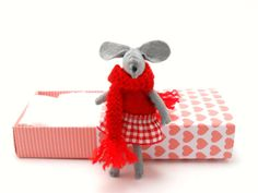 Red felt mouse in a matchbox by atelierpompadour on Etsy, €21.00