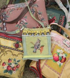 purses from vintage textiles and embroideries. Handmade Handbags, Vintage Handbags, Handmade Bags, Embroidery Scissors, Vintage Embroidery, Embroidery Stitches, Pochette Diy, Sewing Crafts, Sewing Projects