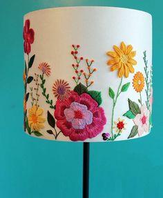 bordado mexicano no abajur - Steph World Mexican Embroidery, Crewel Embroidery, Ribbon Embroidery, Cross Stitch Embroidery, Embroidery Patterns, Art Patterns, Japanese Embroidery, Embroidered Flowers, Handicraft