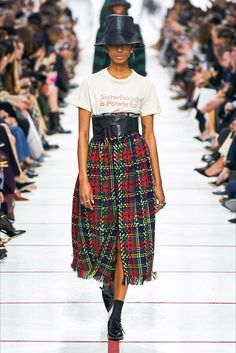 The complete Christian Dior Fall 2019 Ready-to-Wear fashion show now on Vogue Runway.Christian Dior Fall 2019 Ready-to-Wear Collection - Vogue Fashion Weeks, Fashion 2020, Look Fashion, Runway Fashion, High Fashion, Winter Fashion, Fashion Outfits, Womens Fashion, Fashion Design