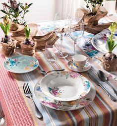 Paradise collection accompagna la tavola in un viaggio verso mete da sogno, dove colore e fantasia floreale la fanno da protagonisti.