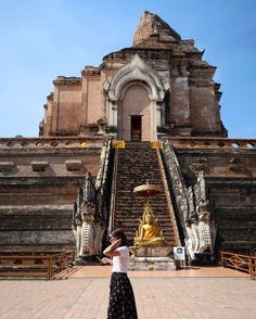 Doing some quick research about the temple and the black jade Buddha inside. (at Wat Chedi Luang)