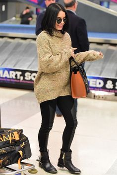 Celebrity Outfit 202 Awesome Vanessa Hudgens In 2019 Sunday Outfits, Chill Outfits, Winter Outfits, Star Fashion, Look Fashion, Girl Fashion, Fashion Outfits, Estilo Vanessa Hudgens, Vanessa Hudgens Style