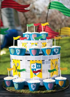 DIY Cake Stand step by step instructions — super easy to recreate for any party theme! [more at pinterest.com/eventsbygab]