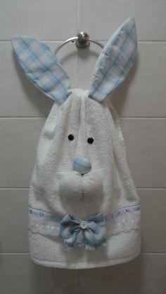Toalha de lavado com aplique de coelho. R$ 20,00