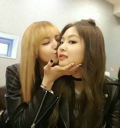 jennie x lisa Blackpink Jennie, Yg Entertainment, South Korean Girls, Korean Girl Groups, Popular No Instagram, Yuri, Rambo, Black Pink, Girl Celebrities