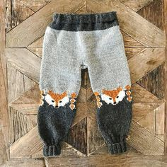 Ravelry: Revebukse pattern by Eva Norum Olsen Baby Boy Knitting, Knitting For Kids, Baby Knitting Patterns, Knitting Designs, Free Knitting, Knitting Projects, Crochet Fox, Baby Sweaters, Knitted Hats