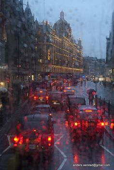 Rainy Doubledecker The rain in London has a hard time staying mainly in the plain.The rain in London has a hard time staying mainly in the plain. Rainy Night, Rainy Days, Night Rain, London Rain, I Love Rain, British Isles, London England, England Uk, Great Britain