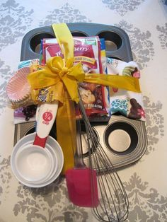 We present spectacular surprise basket for any big day! Pick from our wide variety of exceptional surprise fruit filled gift baskets Diy Gift Baskets, Raffle Baskets, Cupcake Gift Baskets, Themed Gift Baskets, Basket Gift, Creative Gifts, Unique Gifts, Auction Baskets, Jar Gifts