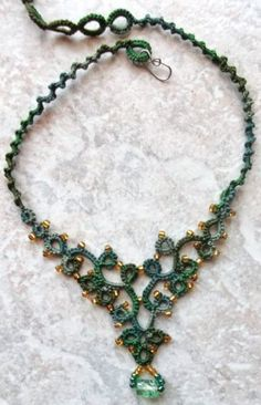 Jungle Green Necklace       This necklace was done in Lizbeth, size 3, Jungle Green.