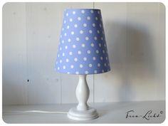 Tischlampe / Lampenschirm blau / Punkte weiß Til von Feen-Licht auf DaWanda.com