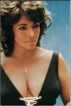 I owe the public who pays to see me on the screen the best performance I can give.As to how I live my personal life,my responsibility is to the people directly involved with me.Elizabeth Taylor - 1965 Autobiography