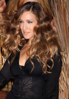 Jessica Parker Long Wavy Cut Sarah Jessica Parker knows how to just by her stance and positive communication skills.Sarah Jessica Parker knows how to just by her stance and positive communication skills. Love Hair, Great Hair, Amazing Hair, Sarah Jessica Parker Cheveux, Hair Inspo, Hair Inspiration, Inspo Cheveux, Celebrity Hair Colors, Natural Hair Styles