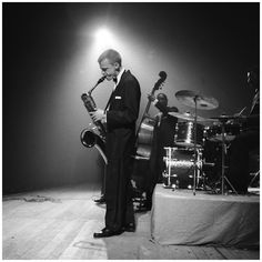 1927 - jazz composer, arranger - and the man who put the baritone sax on the map as a player…Photo of Mulligan at The Concertgebouw, Amsterdam, 1957 Jamie Cullum, Jazz Composers, Jazz Musicians, John Lennon, Art Blakey, Gerry Mulligan, Baritone Sax, Classic Jazz, Free Jazz