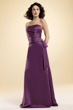 Trägerloses gefaltetes langes lila Satin Brautjungfernkleid