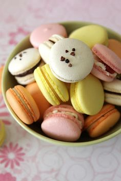 macaron recipe http://gourmetbaking.blogspot.com/2011/01/assorted-and-colorful-macarons-for.html