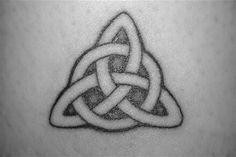 Resultado de imagen para lugares del cuerpo para tatuarse una triqueta