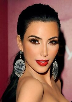 Kim Kardashian makeup :: red lips, spider lashes. The flawless foundation makes this look fabulous.
